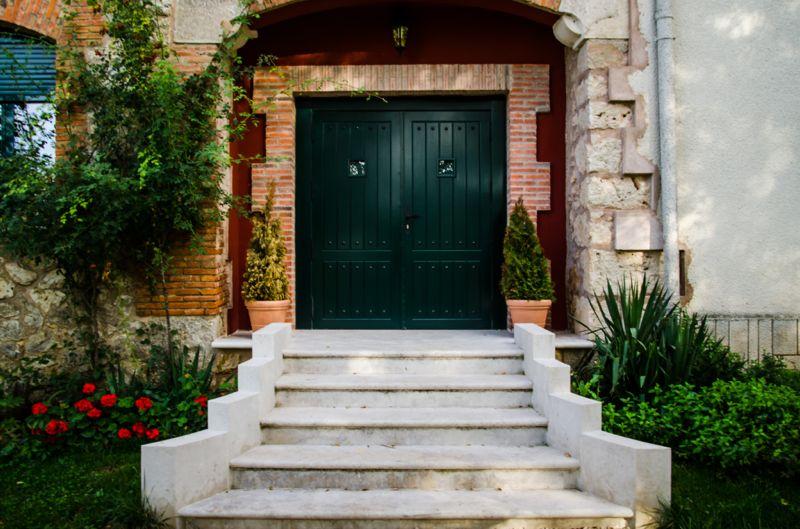 Boda finca puertas verdes