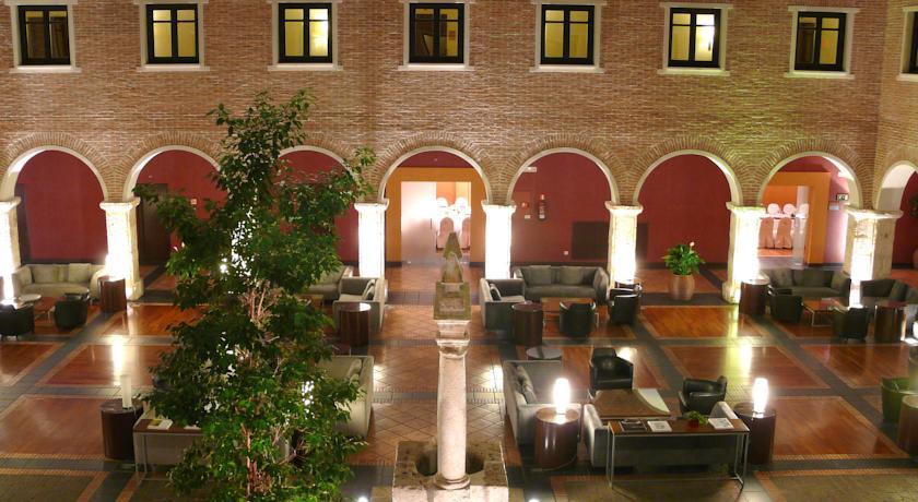Cóctel Claustro hotel AC Santa Ana